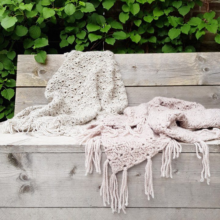 D I Y  Haak je eigen omslagdoek voor heerlijke zomeravondenbuiten.